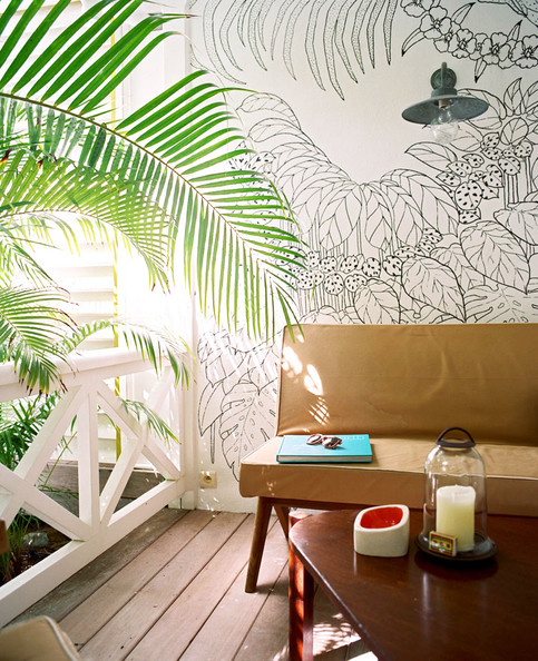 La Banane Lonny Tropical+Patio+wall+mural+outdoor+sitting
