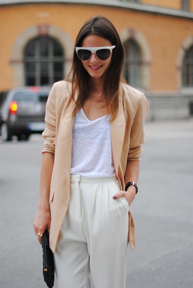 Fashionvibe, nude blazer, sunglasses, stockholm, sweden, capital, fashion, moda, monki pants, white