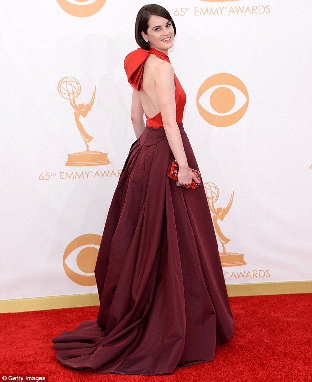 Michelle-Dockery-2013-Emmys-Red-Carpet-Prada