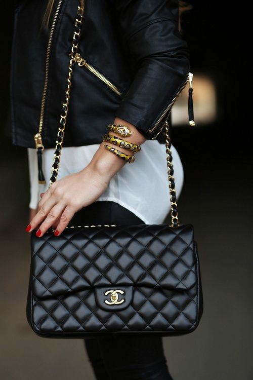 Black&White_StreetStyle_Chanel_RedNails_SnakeBangle_MotoJacket