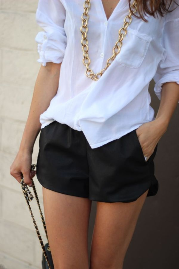 FrankieLovesFashion_Black_Shorts_White_Shirt_GoldAccessories