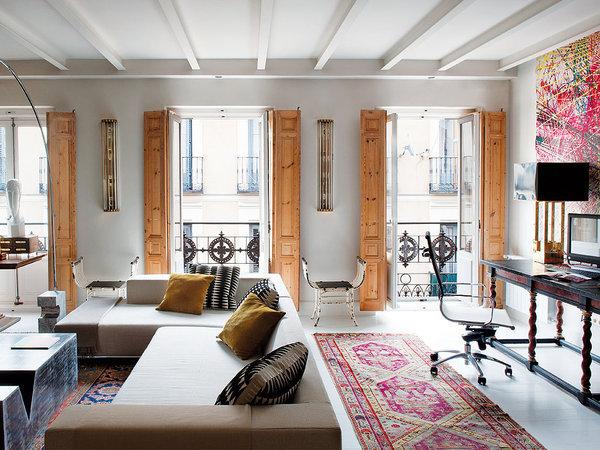 Madrid-livingroom-balcones-con-encanto-en-el-salon_galeria_landscape
