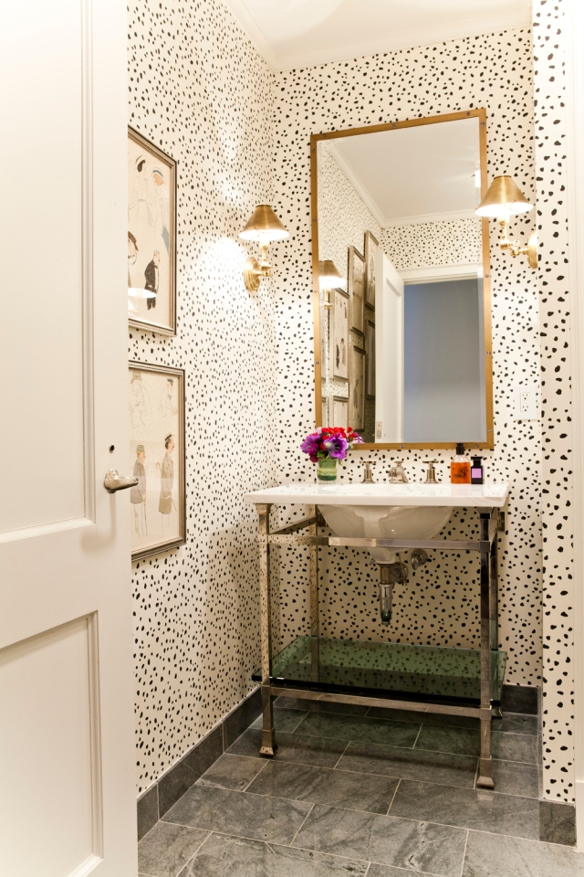 Lilly-Bunn-nyc-apartment-tour-bath-spotted-wallpaper