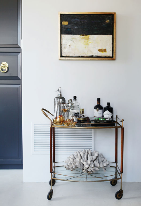 caitlin-caitlin-feminine-loft-bold-palette-sophisticated-chic-bar-cart-brass-apartment-envy-thecovetable
